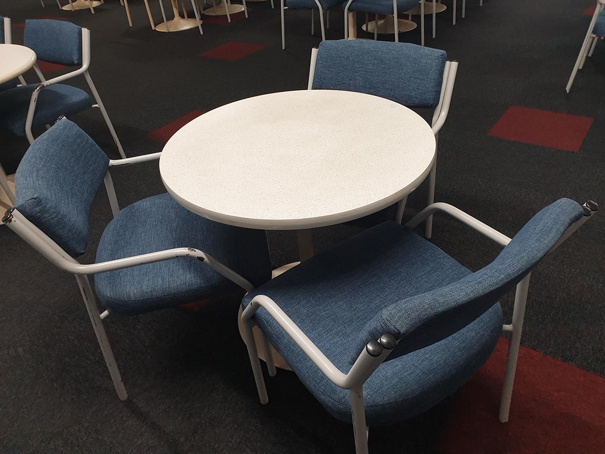 Round + 3 chairs