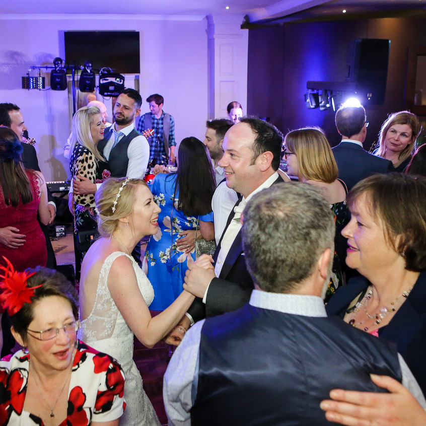 warbrook-house-wedding-party