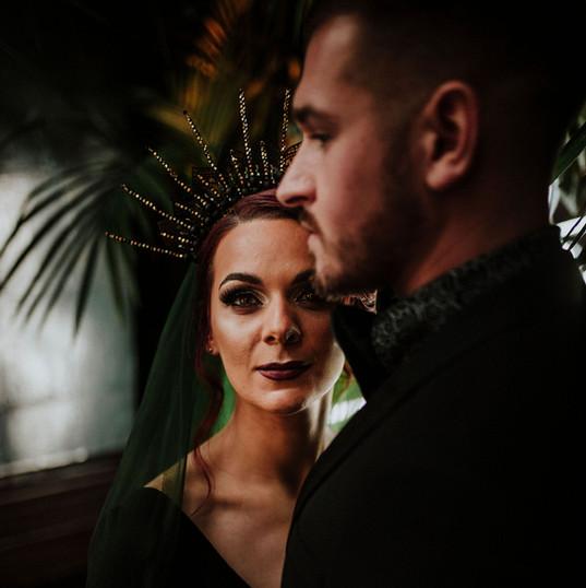 Black-wedding-headpiece-gothic-cake-flow