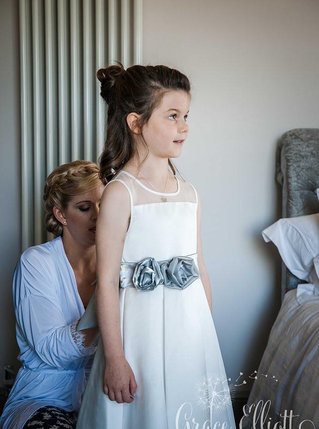 wedding-south-wales-flower-girl -2