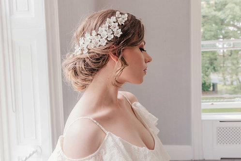Luxury bridal headpiece with flowers and pearls - Edelweiss