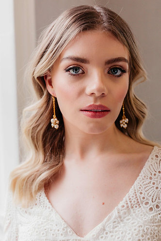 Gold chandelier bridal earrings with pearl - Ianthe