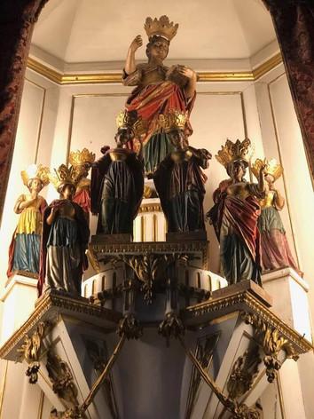 Com Quitéria no centro, templo cristão, Porto, Portugal