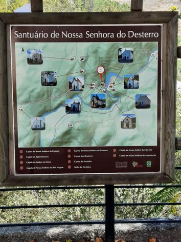 O Santuário da Senhora do Desterro, na zona da  pedra da Cabeça da Velha, inclui nove capelas (uma décima capela foi acrescentada mais tardiamente ao conjunto) Serra da Estrela