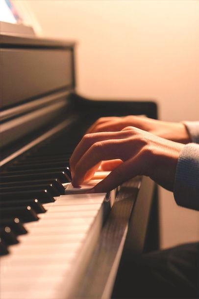piano-4798138_1280_edited.jpg