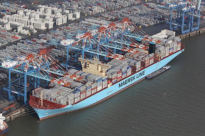 port, bateau porte container.JPG