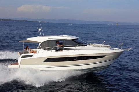 Jeanneau_Motorboat_NC33.jpg