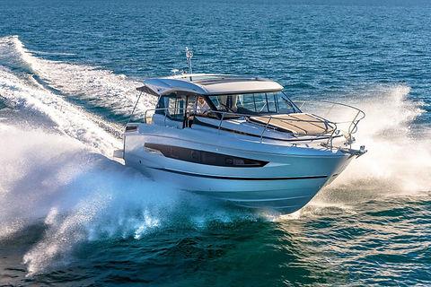 Jeanneau_Motorboat_NC37.jpg