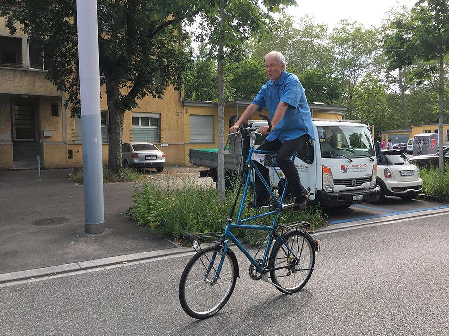 Karl Flückiger auf hohem Ross.jpg