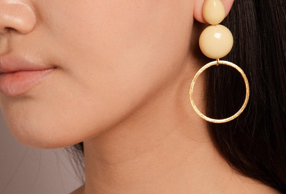 Yashi earrings soft yellow