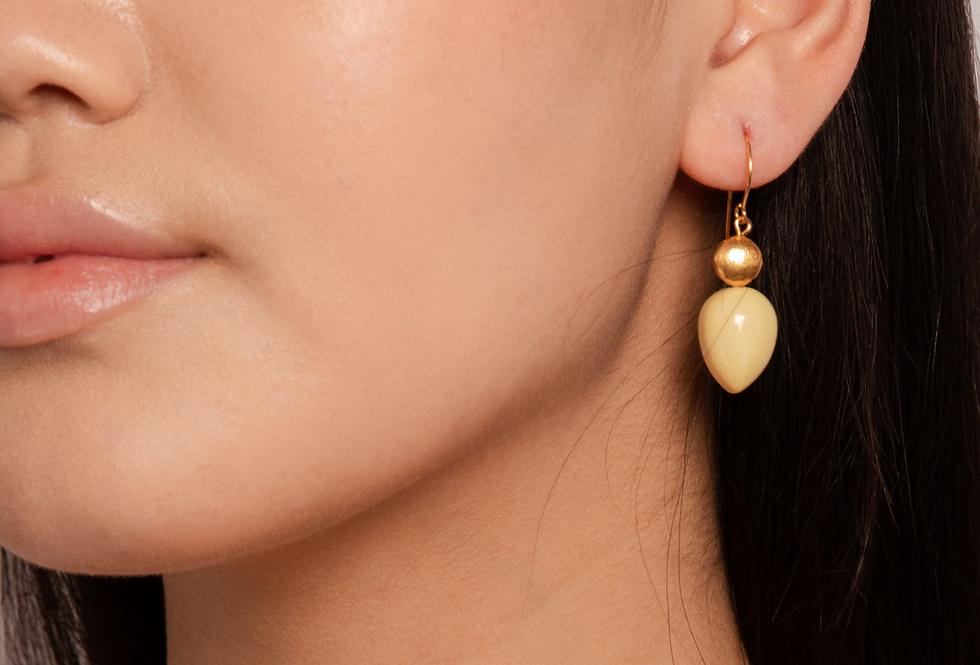 Mar earrings soft yellow