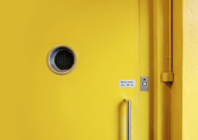 Peinture porte d'ascenseur.