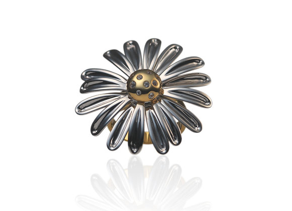 The Daisy White Sapphire Spinning Ring