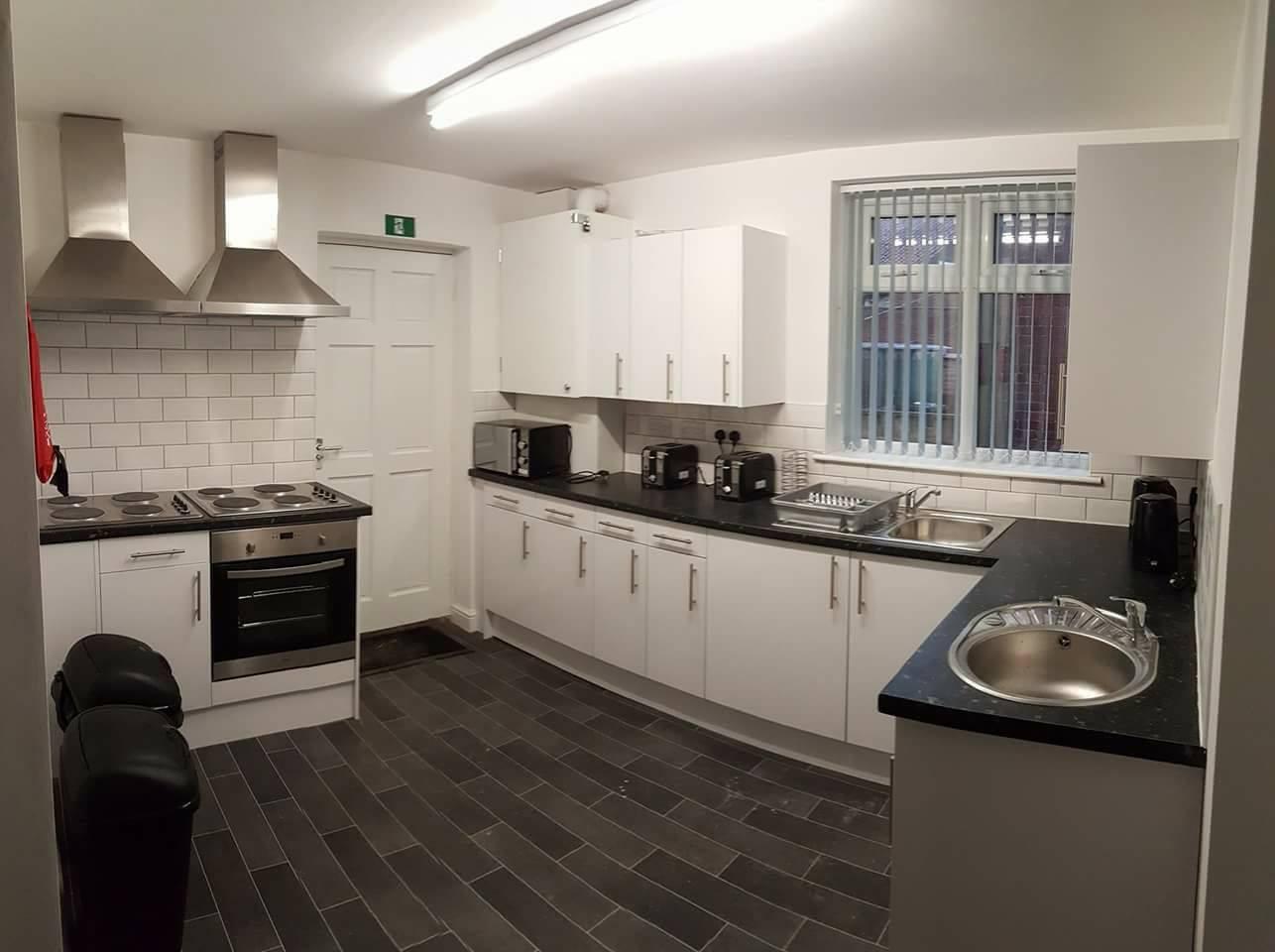 Barnsley Rd Kitchen.jpg