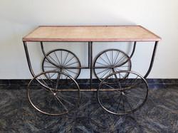 mesa com rodas 1,16m X 58cm x80cm altura
