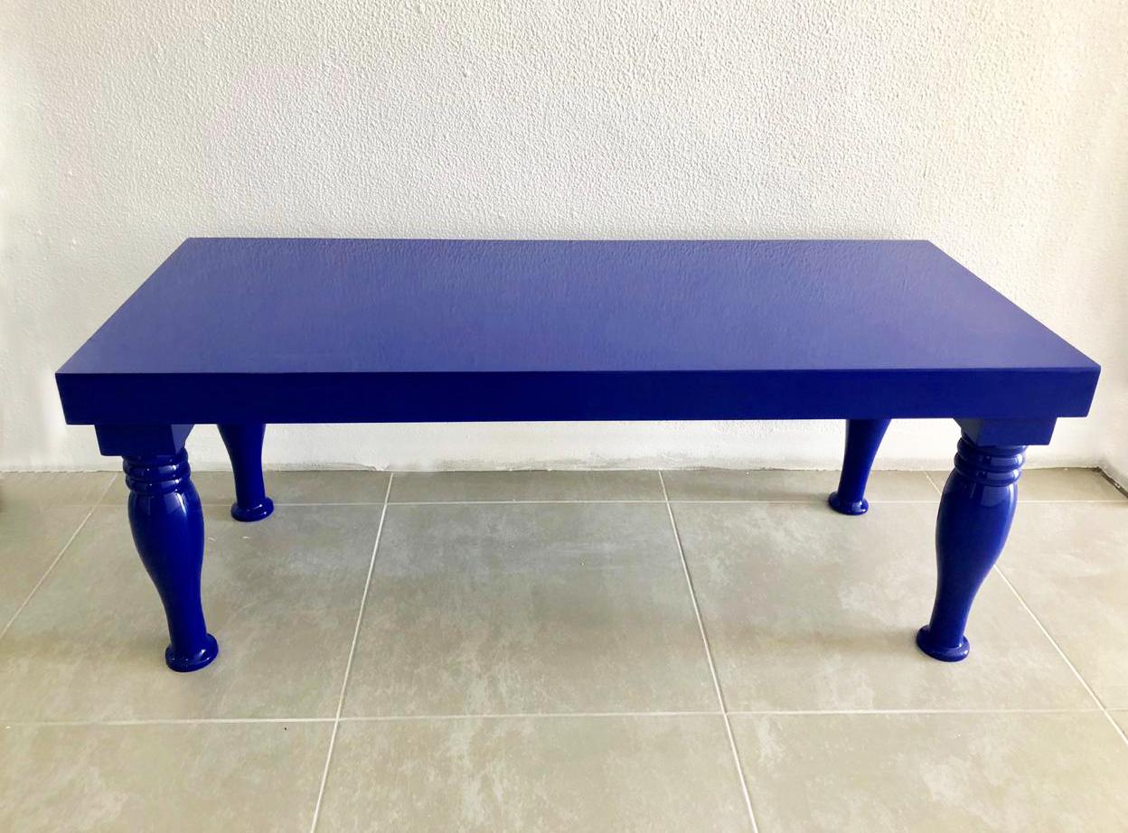 mesa laqueada azul 1,44 cm X 60 cm
