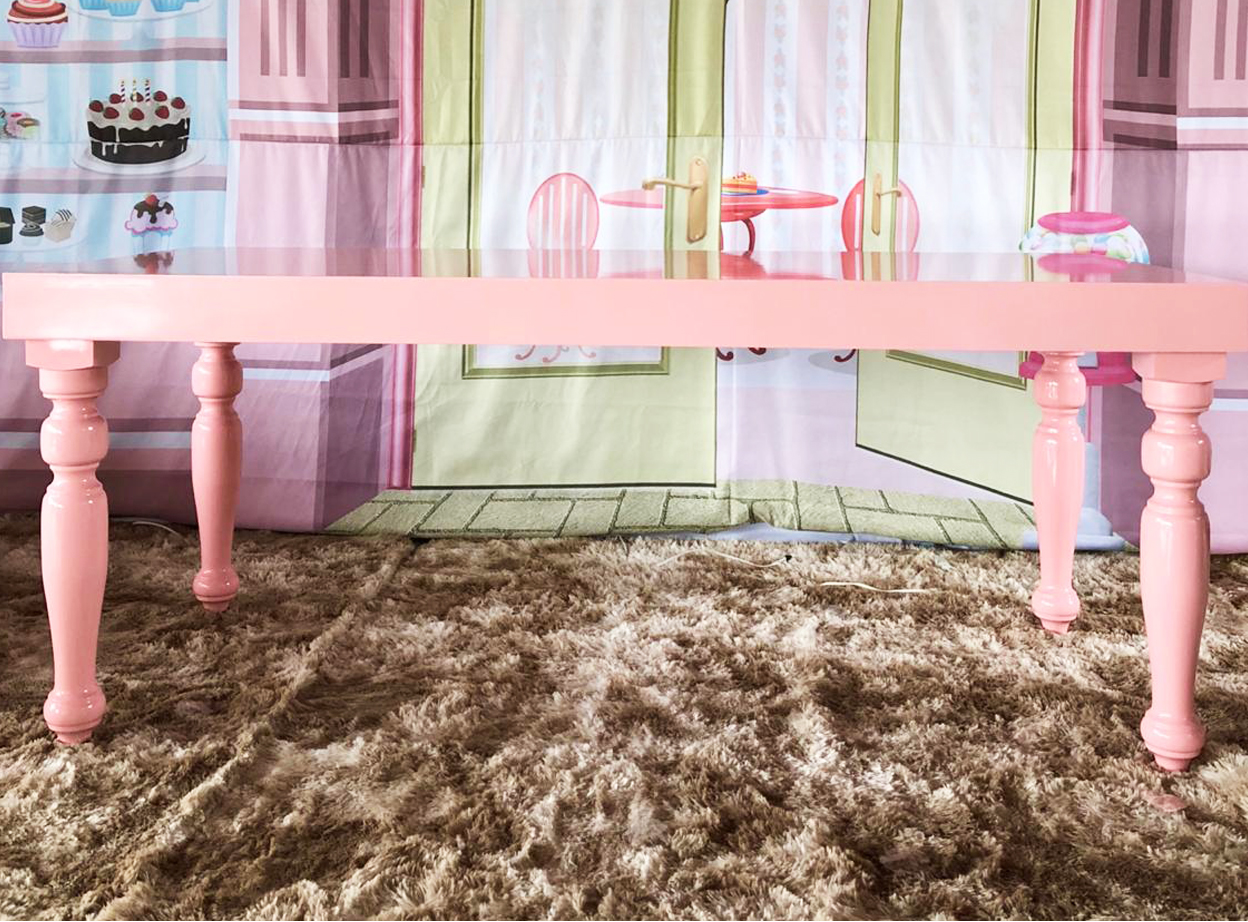 mesa laqueada rosa  2m X 1m