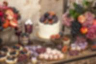 Słodki stół na przyjęciu weselnym