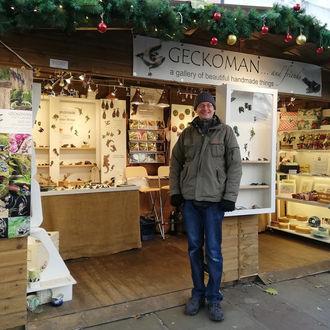 geckoman_christmas_cabin_display.jpg