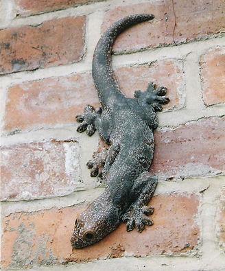 Ceramic gecko lizard sculpture by Geckoman, John Noble-Milner, wildlife sculptor and artist