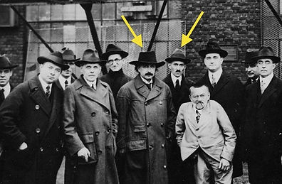 Tesla with Einstein and other scientists (1921)