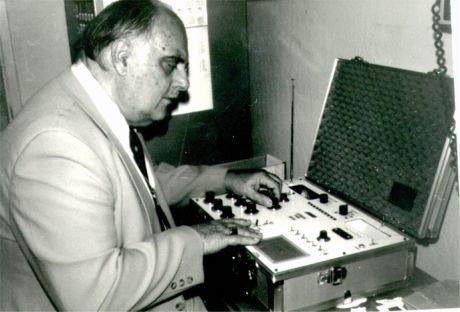 Dr. Marcel Vogel Using a Modern Radionic Detector.