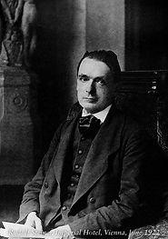 Rudolf Steiner 1922.jpg