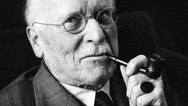 Carl Jung with pipe.jpg