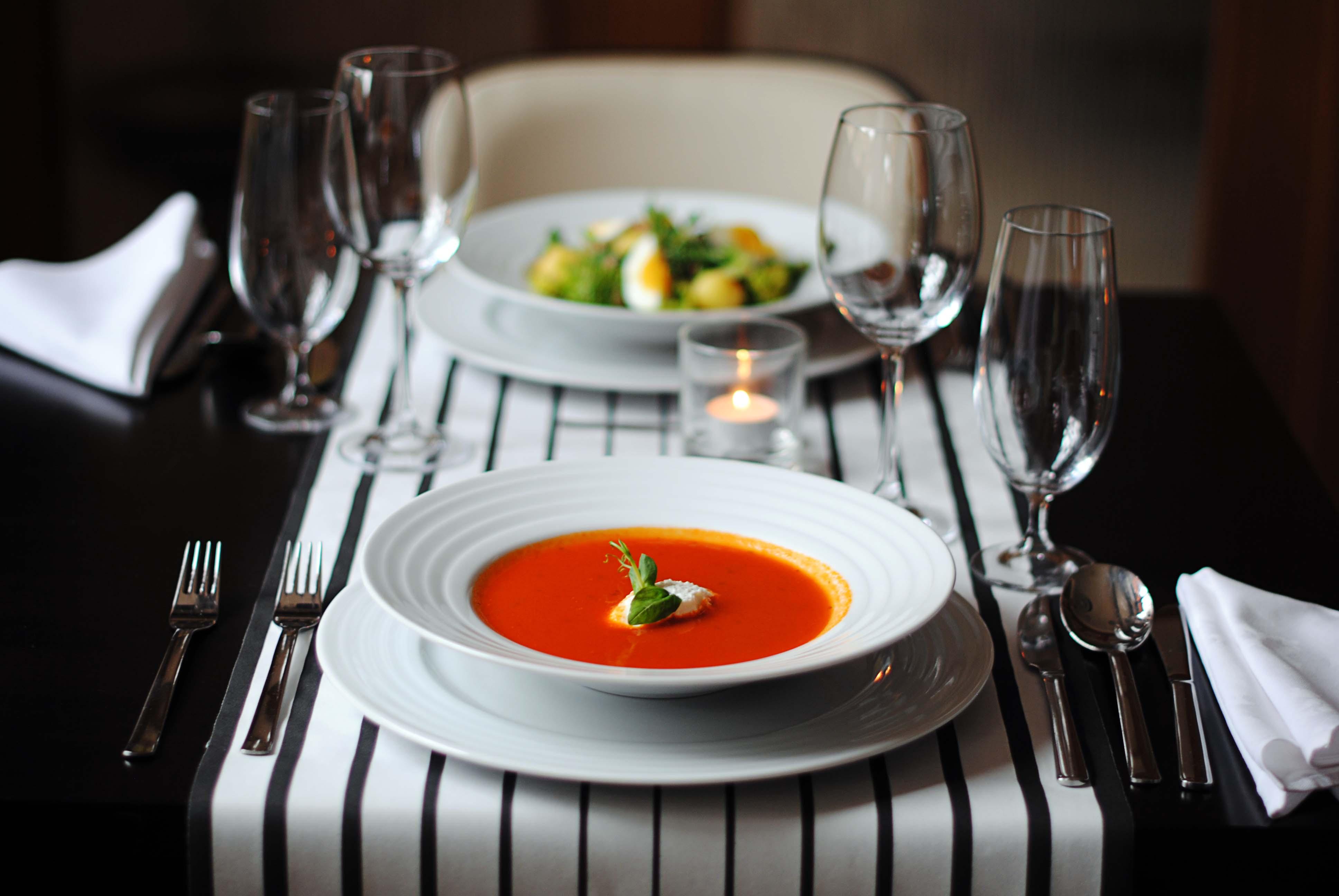 oběd, polévka, salát