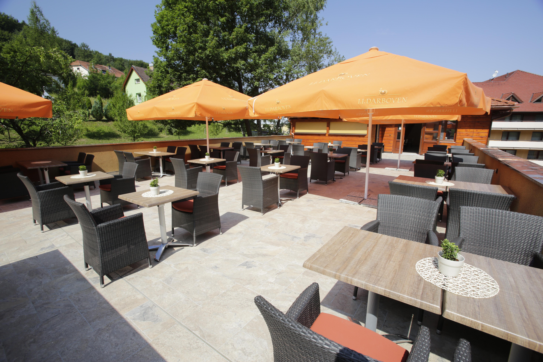 restaurace, letní terasa