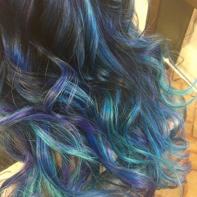 A close up on mermaid hair 😍#blondeme #pulpriothair #mermaidhair #salon13savannah #styleseat #1000o