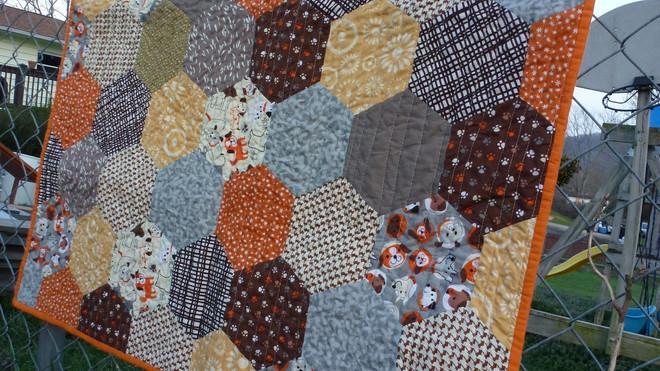 Hexi baby boy quilt