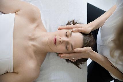 Massagem na cabeça