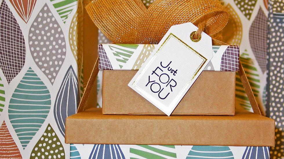 """cadeaux avec une étiquette """"just for you'"""