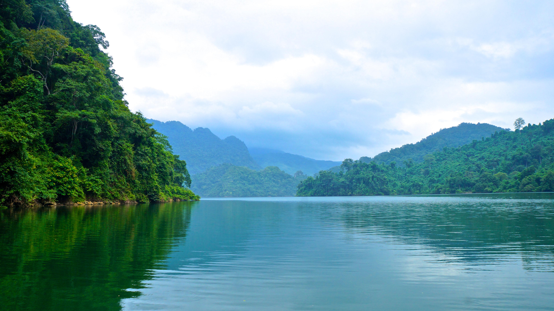 Balade en bateau sur le lac Ba Be