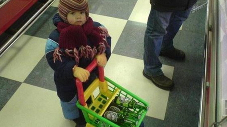 Dans les magasins, on découvre les enfants s'il vous plaît!