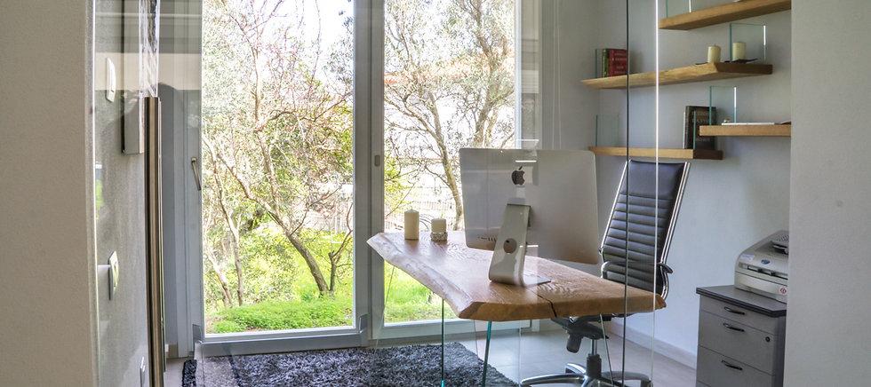 Vendita  in Sardegna di allestimenti in vetro per uffici realizzati dalla vetreria Frau