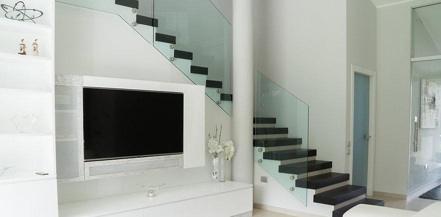 Vendita  in Sardegna di balaustre in vetro realizzate dalla vetreria Frau