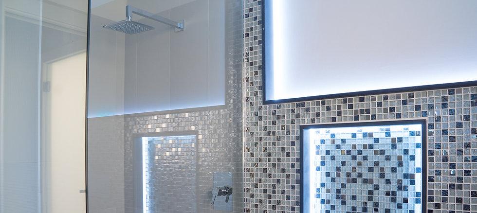 Vendita in Sardegna di box doccia in vetro realizzati dalla vetreria Frau