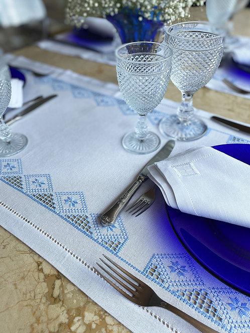 Caminho de mesa bordado redendê feito à mão