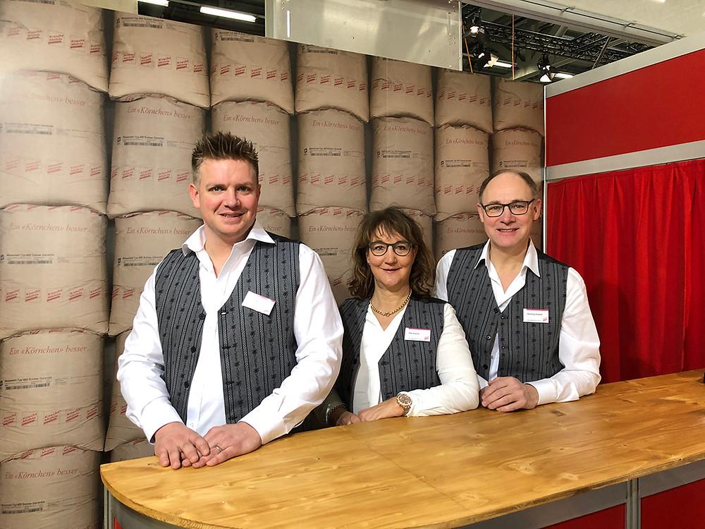 Die Knecht Mühle präsentierte an der FBK neue Produkte: Daniel Meier, Betriebsleiter; Rita Knecht, Administration; Hansjörg Knecht, Geschäftsleiter.