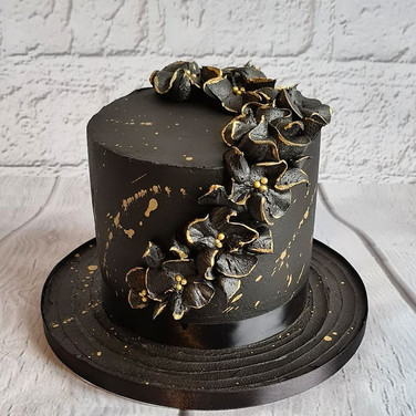 Black Ruffle Cake