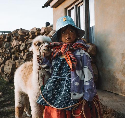 Bolivian%20girl%20with%20baby%20Llama%20