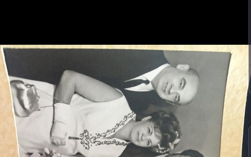 ילידי פולין אשר שרדו בגבורה את הזוועות, עלו לארץ והקימו משפחה לתפארת בת שני ילדים: נחום ליס וורדה ליס (סולומון))