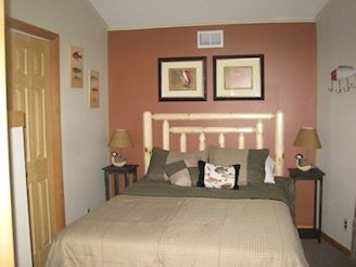 3rd bdrm queen bed 2nd floor