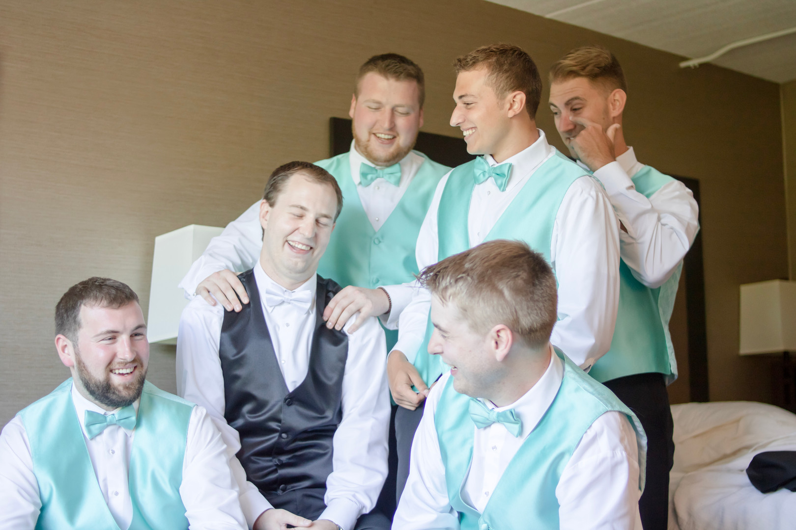 newport-getting-ready-photos-groomsmen (