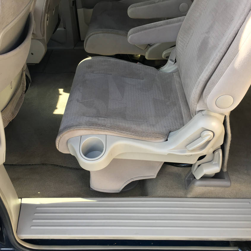 This '05 Nissan Quest was in need of a deep clean inside and out,and a paint correction to clear up scuff marks along the side. Check out how it cleaned up!