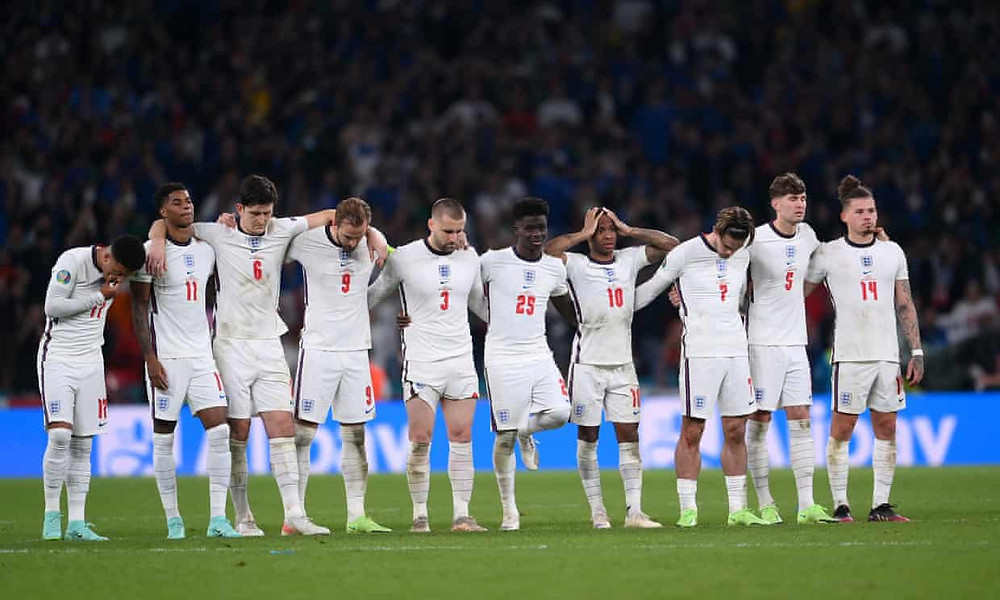 The England side during penalities