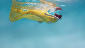 Ensaio gestante na piscina
