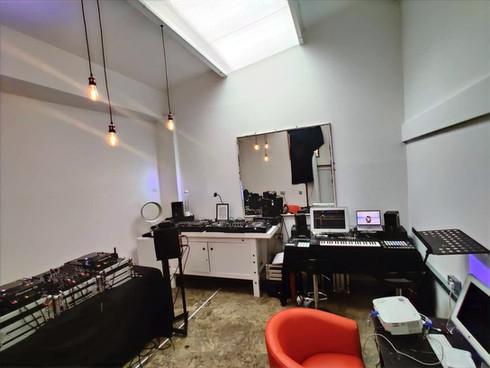 STUDIO 1 DJ